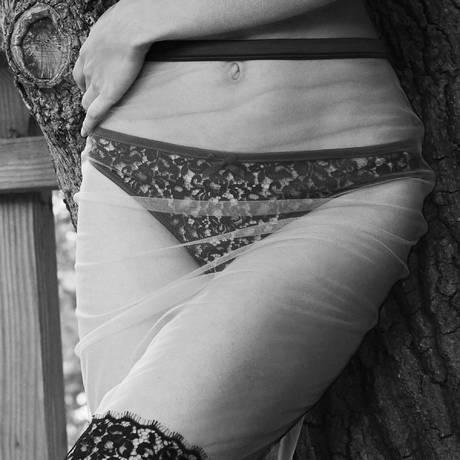 LES JUPONS DE TESS String Astrid Noir/Beige