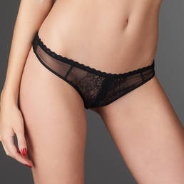 String ouvert Maison Close La Directrice