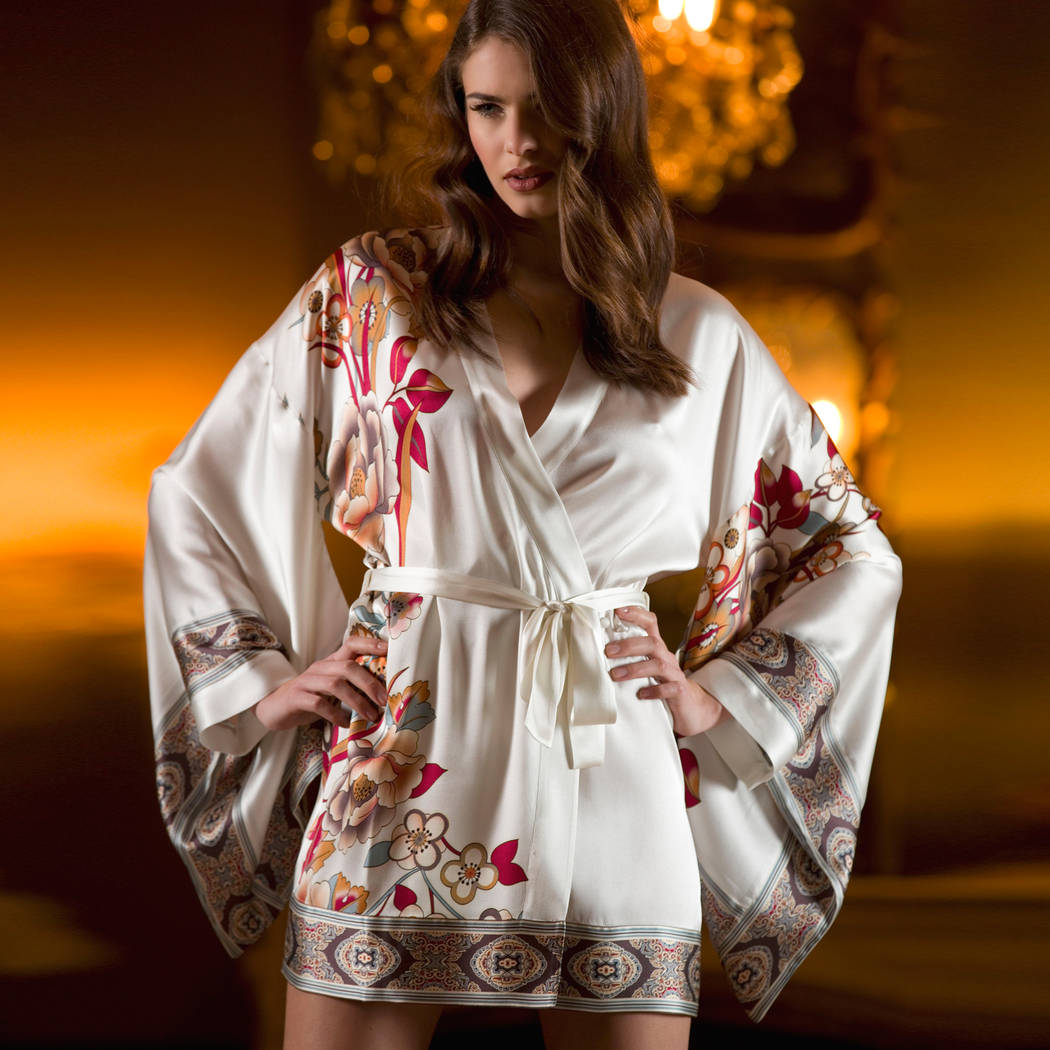 MARJOLAINE Déshabillé en soie Discrète Fleurs/Naturel