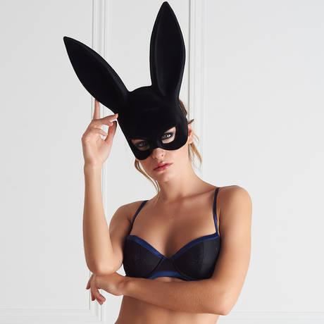 MAISON CLOSE Masque lapin avec pompon Les Fétiches Noir
