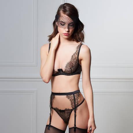 MAISON CLOSE Masque Les Romantiques Le Mystérieux