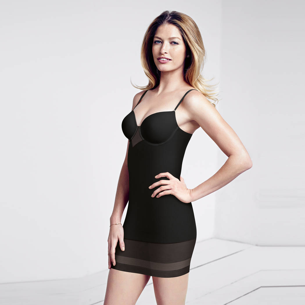 TRIUMPH Robe sculptante Perfect Sensation Noir