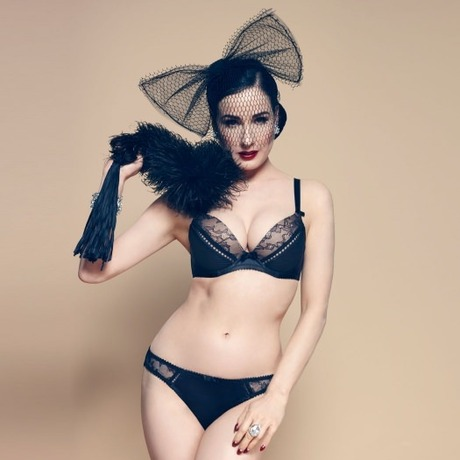 String Her Sexellency Noir